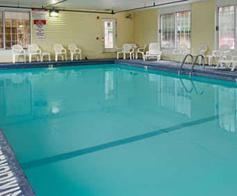 Days Inn & Suites Bridgeview Lodge Mackinaw City Indoor Swimming Pool