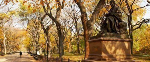 Central Park Walking Tour - Statue
