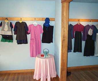 The Amish Experience Theater & Country Homestead & Schoolhouse Combo Tour, clothing
