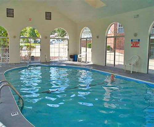 Carriage House Inn Indoor Swimming Pool