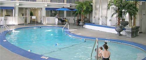 Quality inn branson for Branson mo cabins with indoor pool