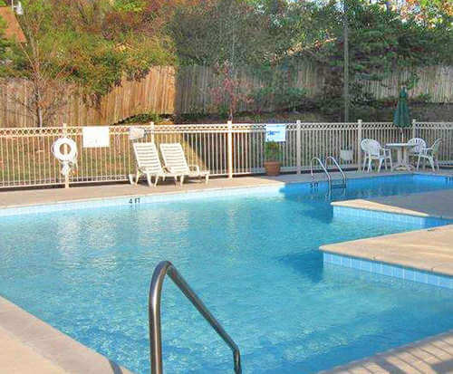 Outdoor Pool at Best Western Belle Meade Inn