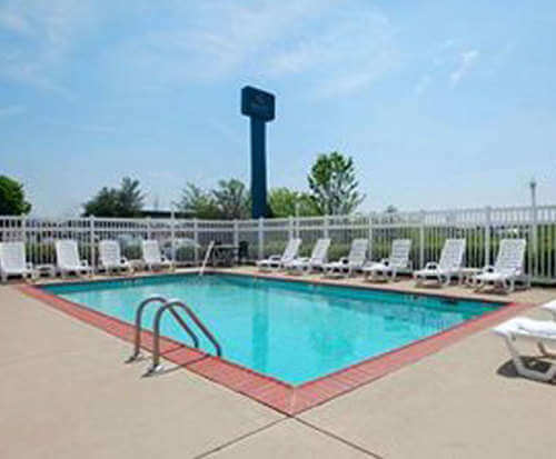 Outdoor Swimming Pool of Quality Inn & Suites Mt. Juliet