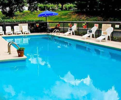 Outdoor Pool at Hampton Inn Nashville-I-24 Hickory Hollow