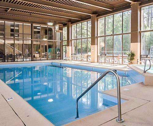 Quality Inn Historic East - Busch Gardens Area - Williamsburg VA Indoor Swimming Pool