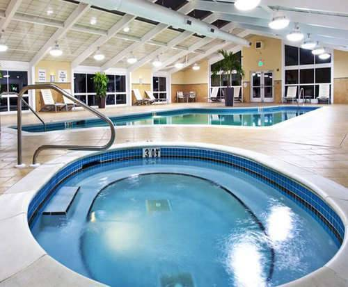 Holiday Inn Gulfport Airport Hot Tub Photo