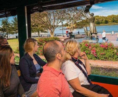Sightseeing trolley tour