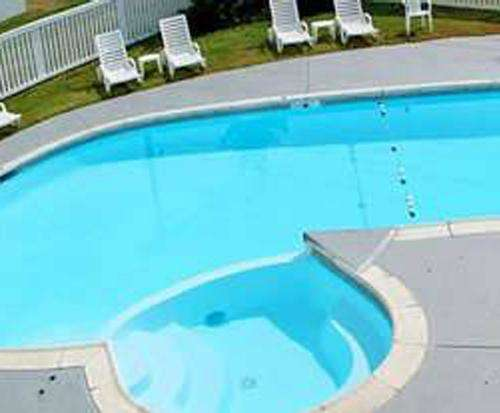 Outdoor Pool at Best Western Fort Washington Inn