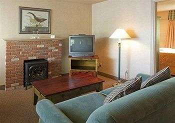 Photo of Econo Lodge & Suites Room