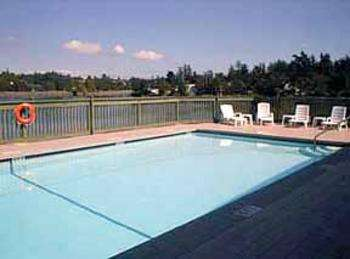 Outdoor Pool at Comfort Inn & Suites Victoria