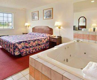 Super 8 Motel Portage Jacuzzi Room Photo