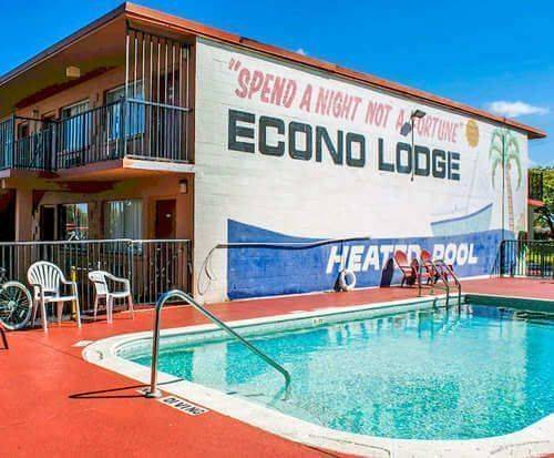 Outdoor Swimming Pool of Econo Lodge North Fort Myers