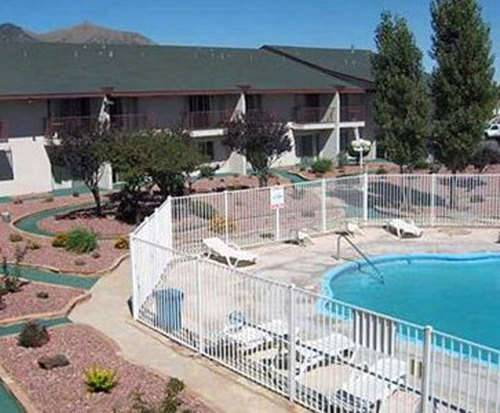 Outdoor Swimming Pool of Rodeway Inn & Suites Flagstaff