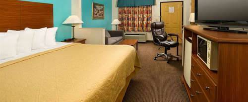 Quality Suites Chattanooga Room Photos