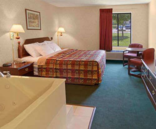 Photo of Days Inn Battlefield Road/Highway 65 Room