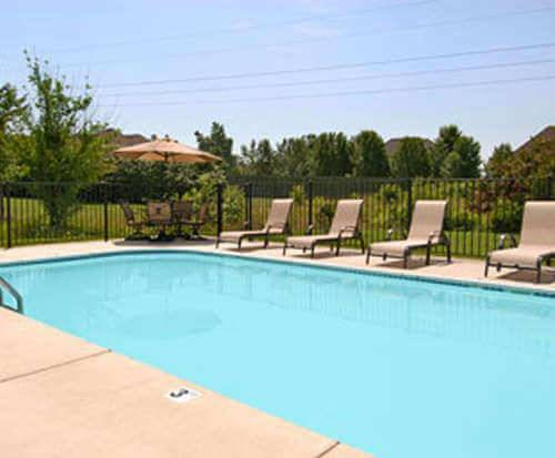 Outdoor Swimming Pool of Days Inn Battlefield Road/Highway 65