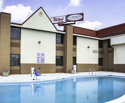 Outdoor Swimming Pool of Red Roof Inn Cincinnati North - Mason