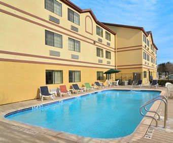 Outdoor Pool at Quality Inn near Seaworld
