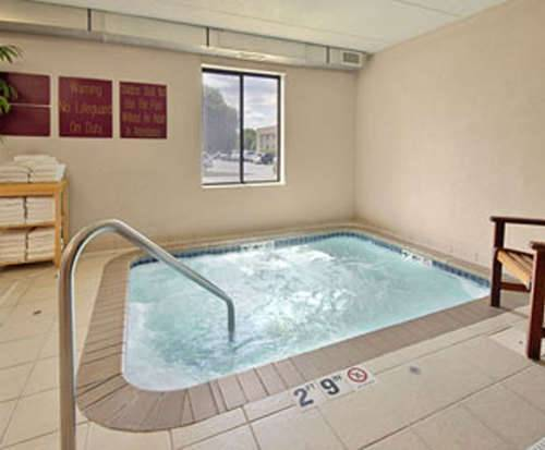 Cambria Hotel Suites Maple Grove Hot Tub Room