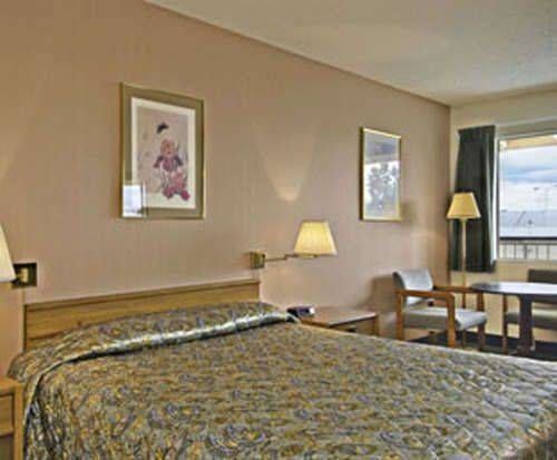 Room Photo for Howard Johnson Express Inn - Redding