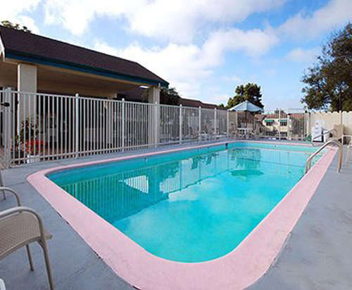 Outdoor Swimming Pool of Quality Inn Monterey