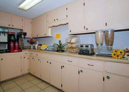 Photo of Rodeway Inn Vicksburg Kitchenette