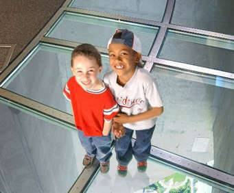 CN Tower - Canada's Wonder of The World, glass floor
