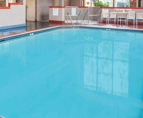 Howard Johnson Inn & Suites Toronto East Indoor Pool