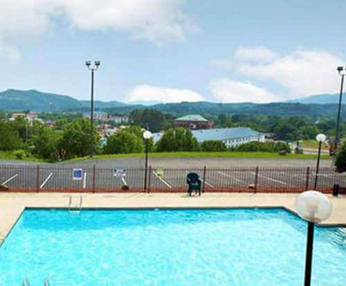 Outdoor Pool at Hotel Pigeon Forge