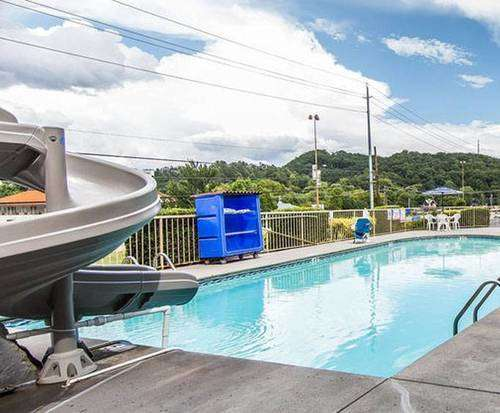 Outdoor Swimming Pool of Rodeway Inn - Pigeon Forge, TN