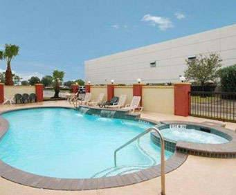 Outdoor Pool at Comfort Suites Houston TX