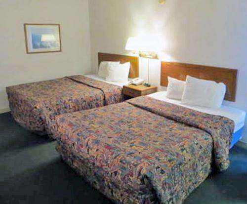 Room Photo for Waterfront Inn - Mackinaw City