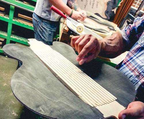 Gibson Guitar Factory Tour, crafting
